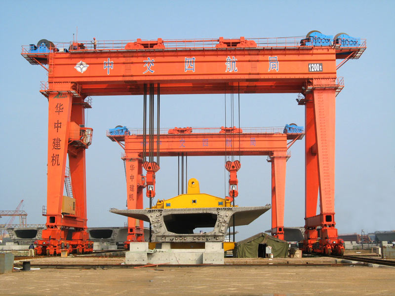 Overhead Crane Girder Deflection : Gantry crane bridge from the leading